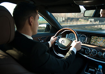 Fahrer mit Limousine mieten.